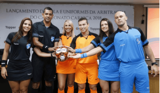 Ferj apresenta a bola e o uniforme dos árbitros para o Carioca 2018 (Foto: Úrsula Nery/ Agência FERJ)